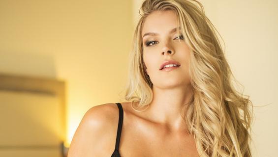 Pia Lamberg muistetaan myös Miss Suomi -voittajana.