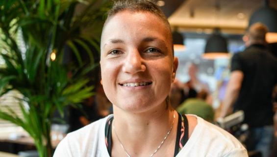 Elina Gustafsson kertoo syömishäiriöstään.