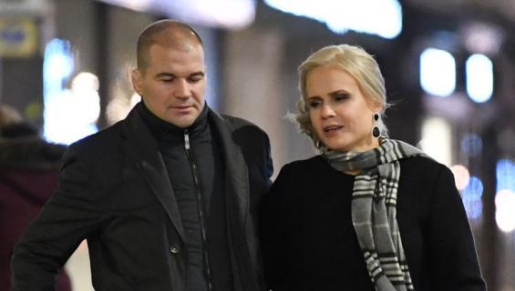Petra Ollin Indrek-rakas omistaa lukuisia firmoja.