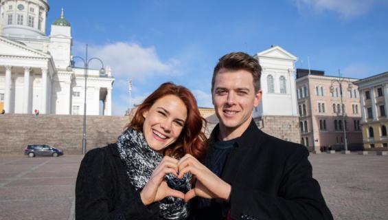 Courtney Hope kuherteli Helsingissä.