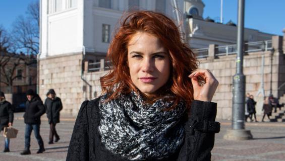 Courtney Hope näyttelee Suomessa.