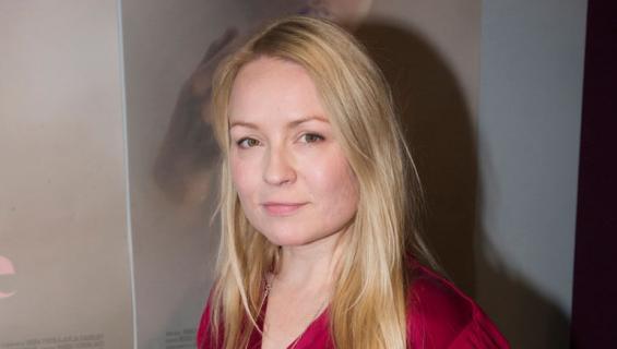 Katja Gauriloff esitteli miehensä ensi-illassa.