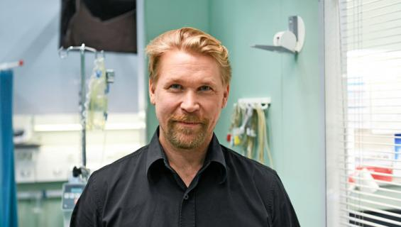 Matti Ristila esittää Kari Tapiota.