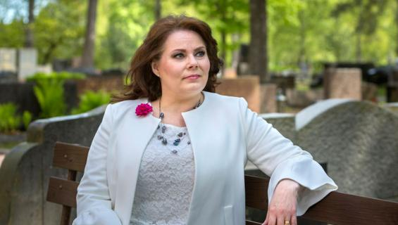 Nina Mikkonen jäi leskeksi kaksi vuotta sitten.