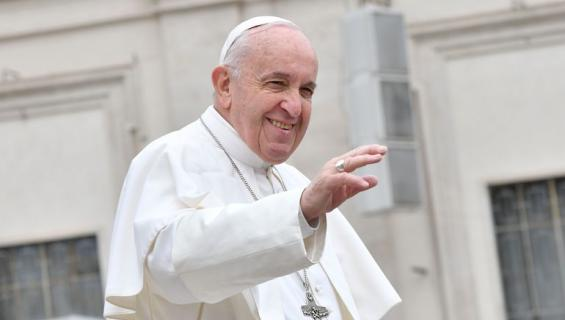 Paavi kielsi juoruilun.