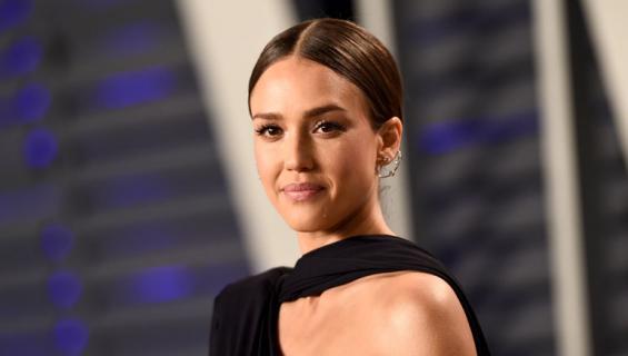 Jessica Alba hylkäsi Hollywoodin julkkispiirit.