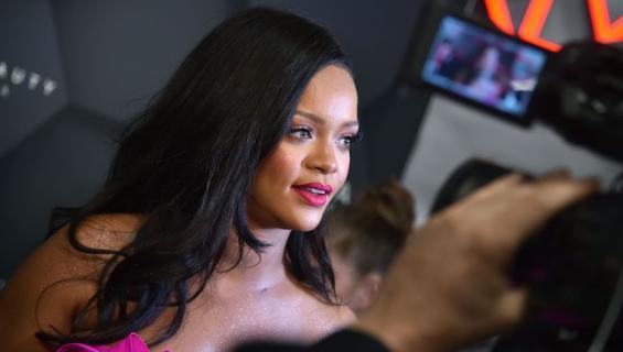 Rihanna paljasti ihoa.