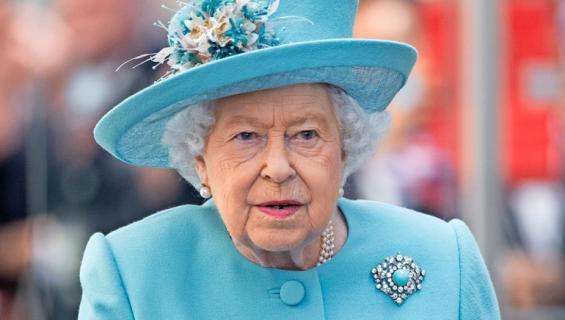 Elisabet vastustaa poikansa suhdetta.