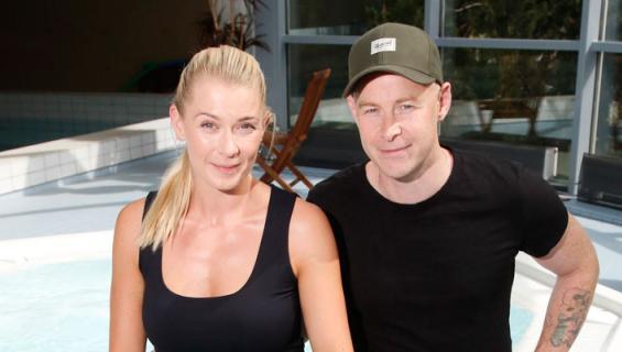 Monika Lindeman työskentelee Darren-rakkaansa kanssa hotellissa.