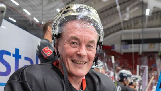 Arto Nyberg pelasi lätkää.