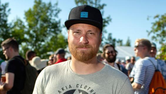 Heikki Paasonen viihtyy mökillä.
