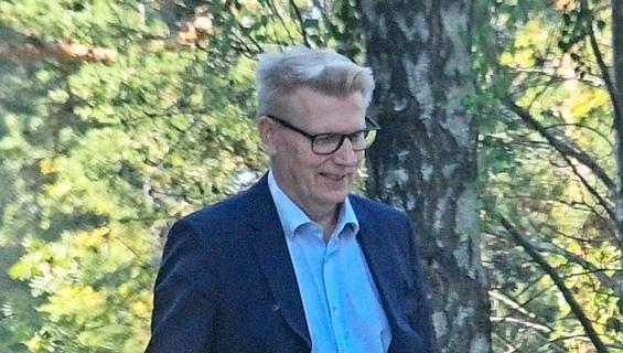 Kimmo Tiilikaisen salarakas kiistää suhteen.