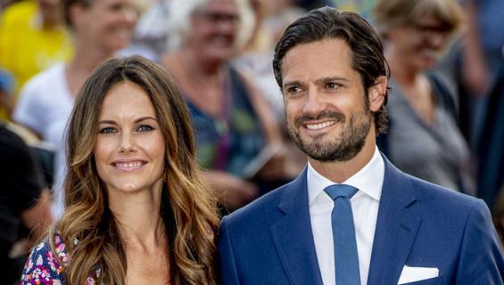 Prinssi Carl Philip ja prinsessa Sofia julkaisivat Instagramissa perinteisen kesäpotretin perheestään.