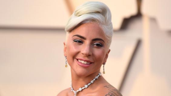 Lady Gaga muotipoliisin arvioitavana.