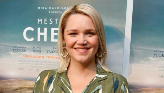 Anna-Maija Tuokko näytteli Mestari Cheng -elokuvassa.