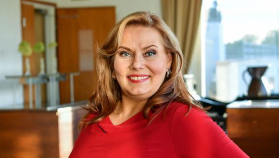 Nina Mikkonen teki muodonmuutoksen.