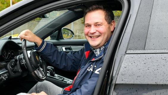 Jethro Rostedt kävi autokaupoilla.