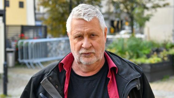 Kari Väänänen markkinoi uutta elokuvaa.