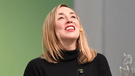 Anni Hautala kumosi skumppaa.