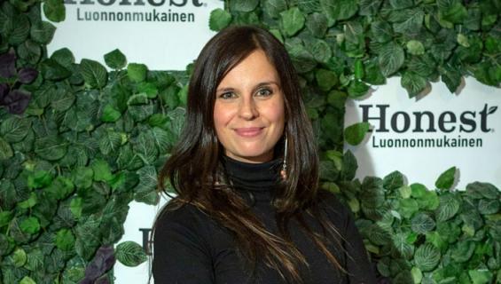 Olga Temonen näyttelee miehensä ohjauksessa.