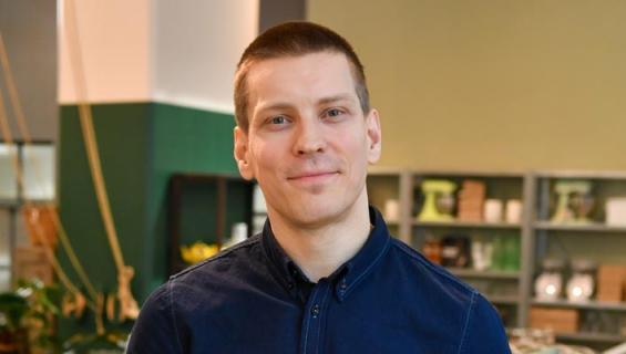 Antti Holma pohtii uravaihtoehtojaan.