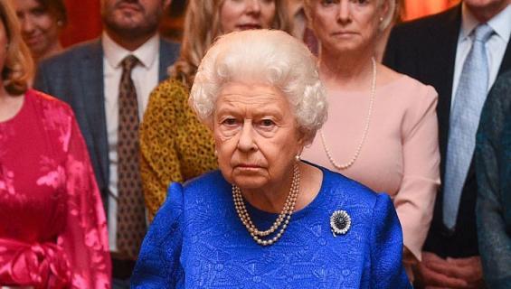 Kuningatar Elisabetin jälkikasvu aiheuttaa skandaaleja.