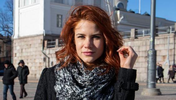 Courtney Hope näytteli Suomessa.