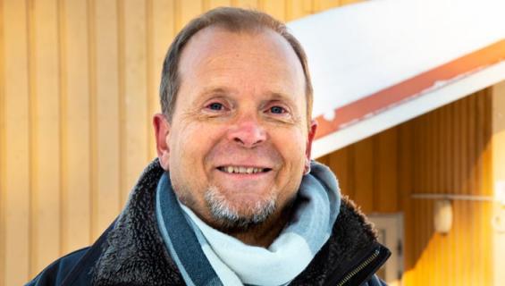 Jussi Kinnunen palaa lavoille Hassisen koneen kanssa.