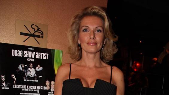 Tanja Vienonen poseerasi rohkeassa kuvassa.