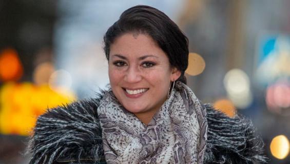 Jasmin Mäntylä työskentelee myyntineuvottelijana.
