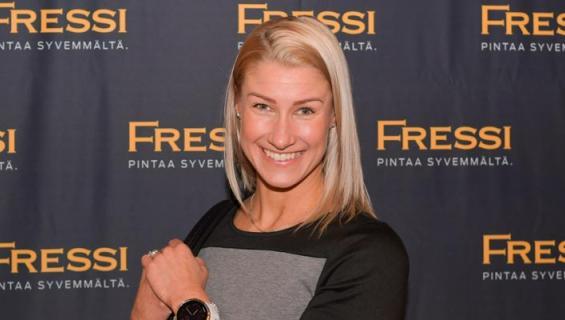 Hanna-Maria Seppälä pänttää hulluna pääsykokeisiin.