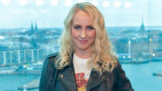 Ennen äitiyslomalle jäämistä hän juontaa The Voice of Finland -laulukilpailun Heikki Paasosen kanssa.
