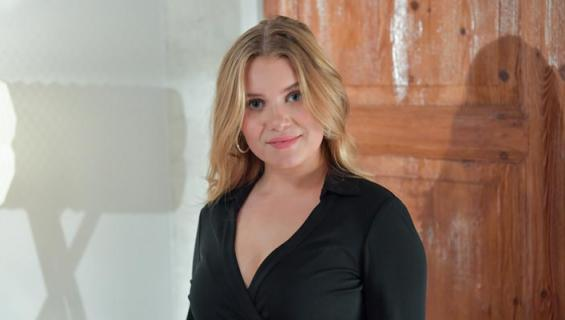 Vivi Wahlström näyttelee Salkkareissa.