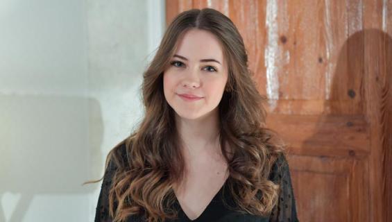 Emma Nopanen näyttelee Salkkareissa.