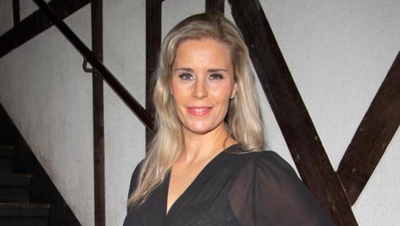 Hanna Kärpänen viihdytti pukumiehiä.