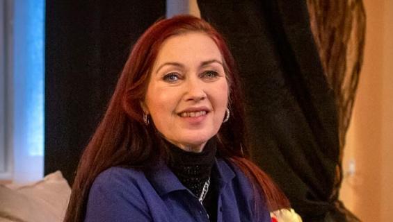 Saija Varjuksen sairaalareissu sai kuitenkin ikävän käänteen, kun hän kaatui sairaalan pihamaalla.