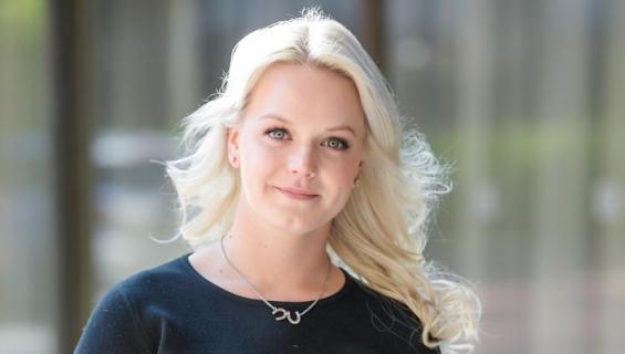 Emilia Pikkaraisen uusi rakas kauppaa sähköautoja.