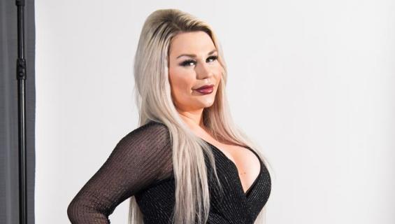 Sofia Hult suurensi rintansa.