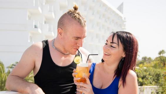 Pirita Niemenmaa lemmenlomaili Mika-rakkaansa kanssa.