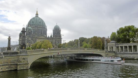 Currywurstien Berliini - näin majoitut, matkustat sekä syöt ja juot!
