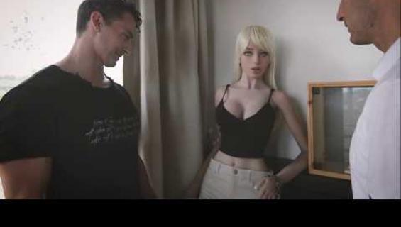 Messukävijät innostuivat liikaa seksinukke Samanthasta - ihmiset nylkyttivät nukkea kuin barbaarit!