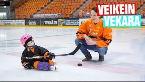 Suloisin video ikinä? Kouvolalainen Netta, 4, tapasi idolinsa: jäällä yhdessä liigakiekkoilijan kanssa - video!