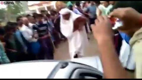 Munkki nimeltä Penis Baba on julkkis Intiassa: vetää autoja sukupuolielimellään - video!