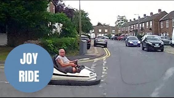 Mitä ihmettä, kojelautakameraan osui mies, joka oli liikenteessä huvipuistontörmäilyautolla - katso!