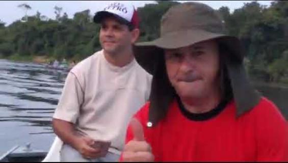 Eläinmaailman poliittinen kannanotto? Apina ui Brasiliasta Boliviaan! Katso video!
