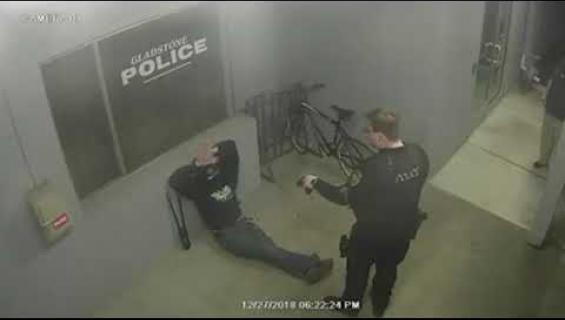 Varas yritti viedä polkupyörän poliisiasemalta! Katso video!