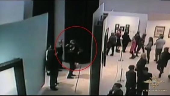Venäjän röyhkeä taidevaras pidätettiin - vei taulun yleisön ja henkilökunnan silmien edestä! Katso video!