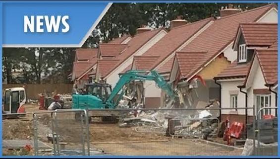 Rakentaja myönsi tuhonneensa uudet asunnot kaivurilla!