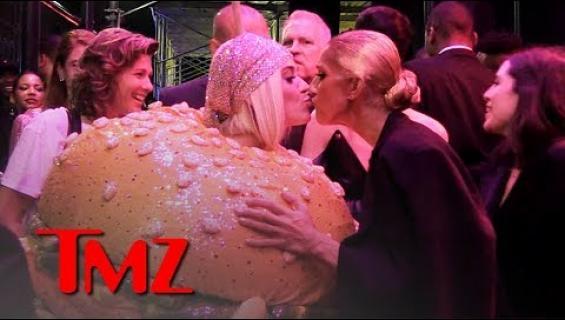 Katy Perry ja Céline Dion kohtasivat Met-gaalan jatkoilla: pussasivat kadulla – tilanne tallentui videolle!