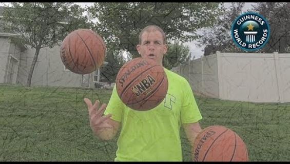 Davidilla on nimissään yli 100 Guinnessin maailmanennätystä - tuorein koripalloilla jongleerauksesta!